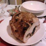 Fokhagymás aszaltszilvával töltött karácsonyi pulyka