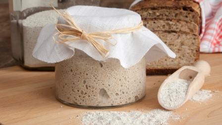 Komlós kovász mézzel – kenyérsütéshez