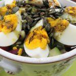 Koedukált, pirított tökmagos tavaszi saláta