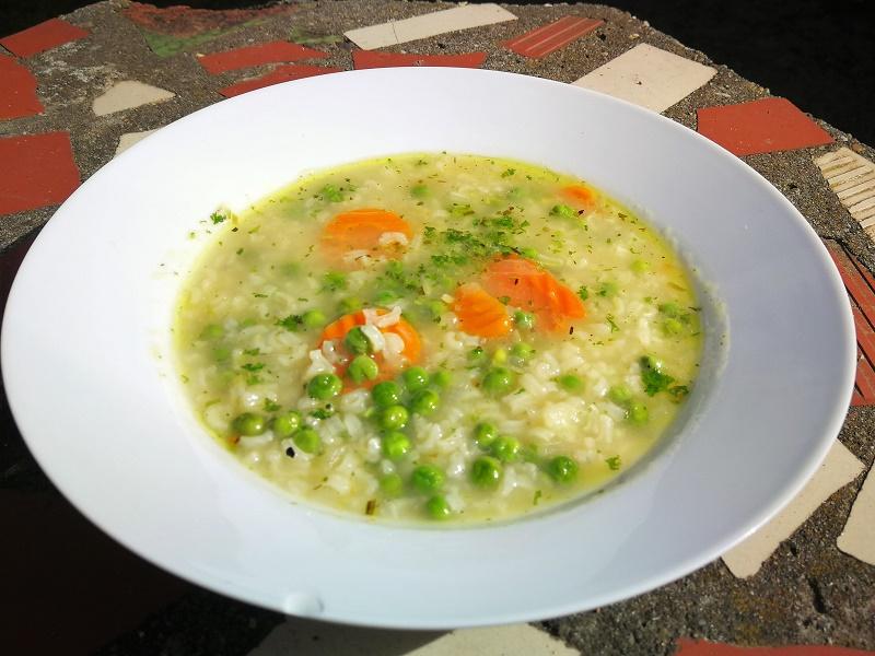 Tárkonyos rizi-bizi leves